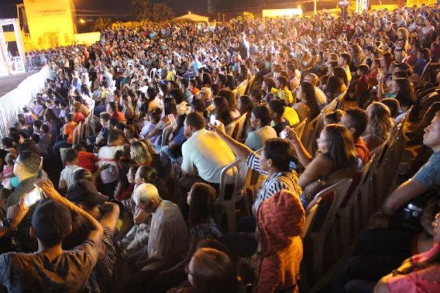Primeira noite da encenação Paixão de Cristo leva centenas de pessoas a praça da Bíblia em Luís Eduardo Magalhães