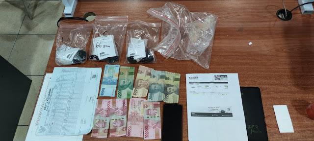 Ditresnarkoba Polda Kepri Menerima Seorang Tersangka Tindak Pidana Narkotika Jenis Sabu dari Bea dan Cukai Batam