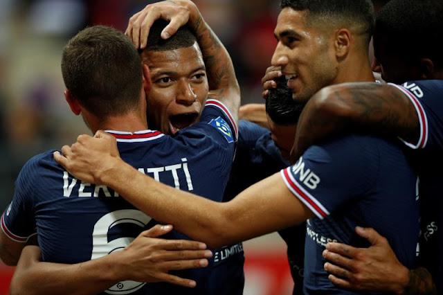 احتفال لاعبي باريس بالهدف الأول