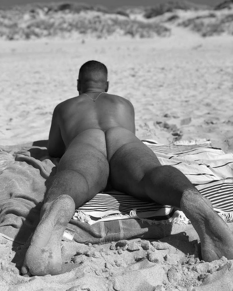 BodieS, BeacH and SanD, by Victorio ft Mika de Bordeaux (NSFW)