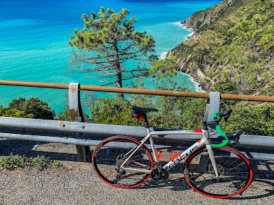 cycling cinque terre carbon road bike rental in riomaggiore