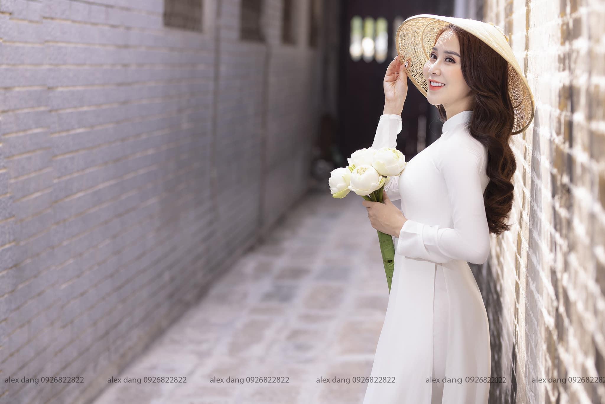 Ngắm hot girl Lục Anh xinh đẹp như hoa không sao tả xiết trong tà áo dài truyền thống - 1