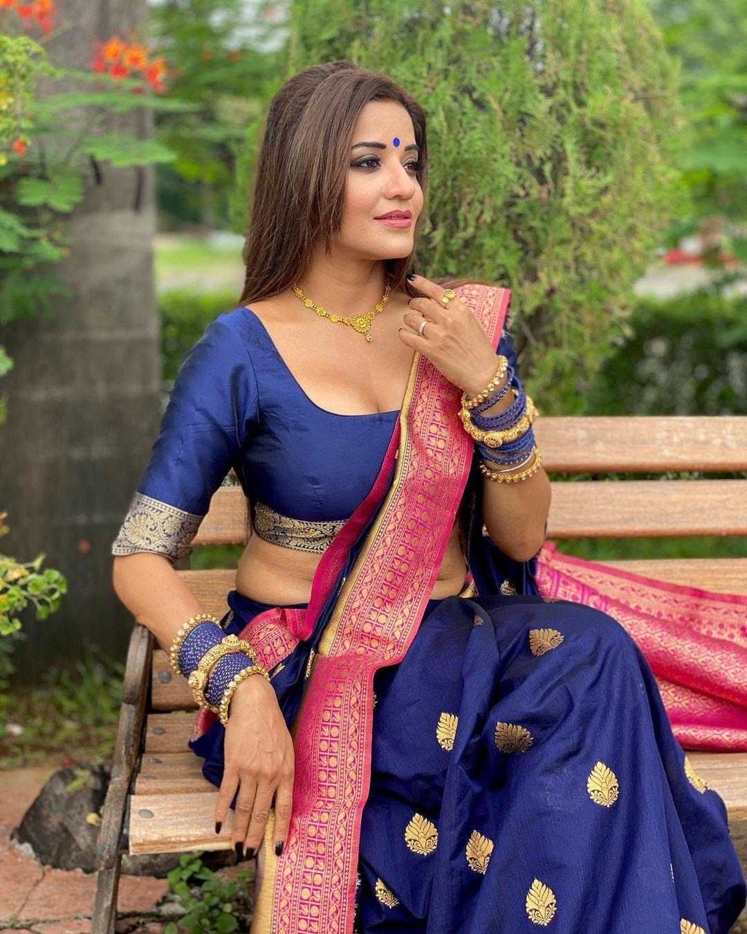 Asli monalisa hot in half saree photos