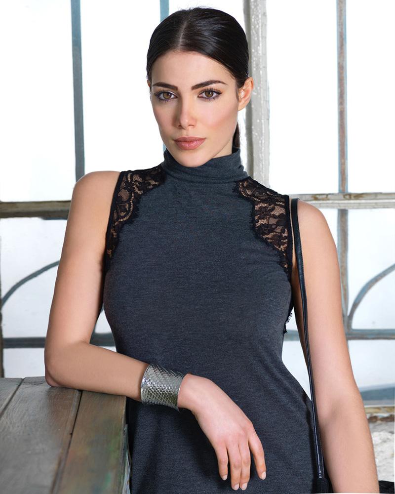 cewek manis rambut hitam Kim Kardashian Ausria Amina Dagi