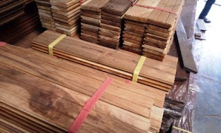 stok lantai kayu
