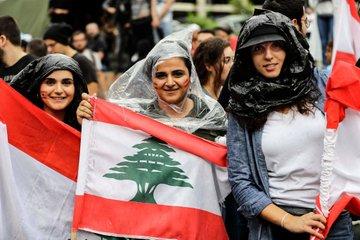 المتظاهرون في #لبنان يواصلون احتجاجاتهم لليوم الثامن مع المطر والبرد