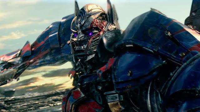 O produtor Lorenzo DiBonaventura confirmou durante entrevista ao Metro, que a Paramount está produzindo um filme solo do Optimus Prime no estilo de Bumblebee.