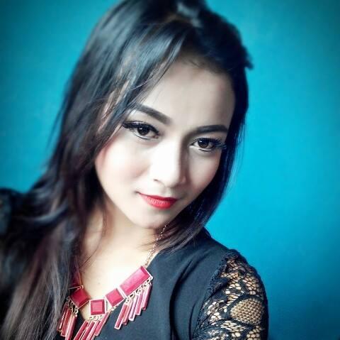 Ririen Seorang Perempuan Cantik Asal Ciwidey Yang Terpilih Menjadi Salah Satu Wanita Tercantik Di Kota Bandung Dan Sekitarnya Pada Saat Itu