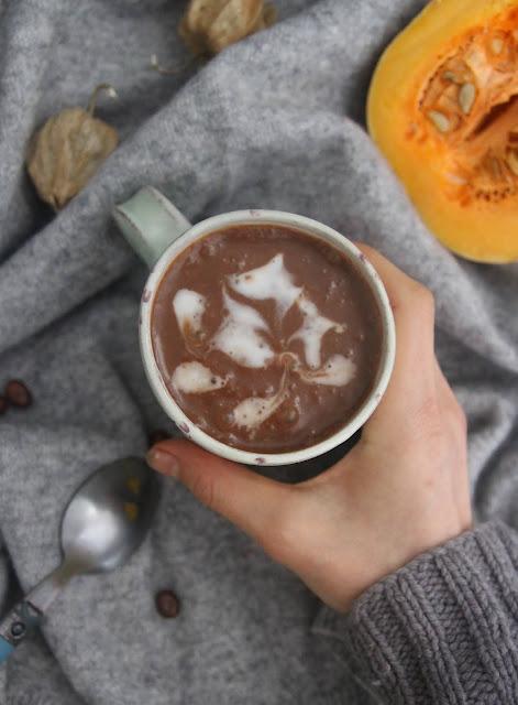 Cuillère et saladier : Chocolat chaud à la courge (vegan)