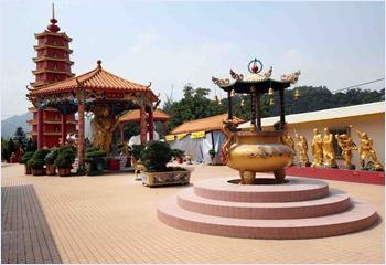 วัดพระหมื่นองค์ (Ten Thousand Buddhas Monastery)