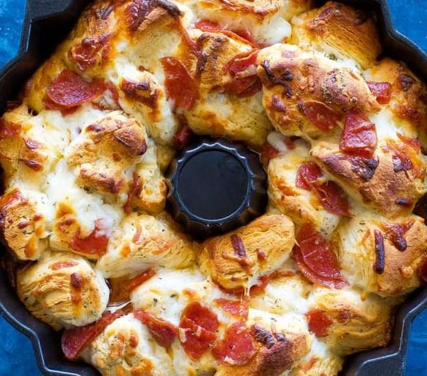 PIZZA MONKEY BREAD #dinner #appetizers