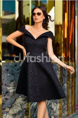 rochie scurta din dantela neagra in clos eleganta de nunta pe umeri