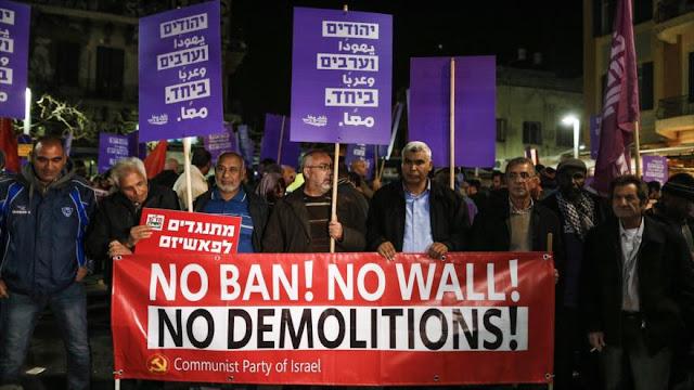 Árabes y judíos protestan contra políticas racistas de Netanyahu