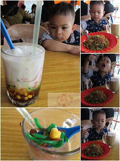 Cendol dan mie goreng belakang padang yang dimakan anak kecil