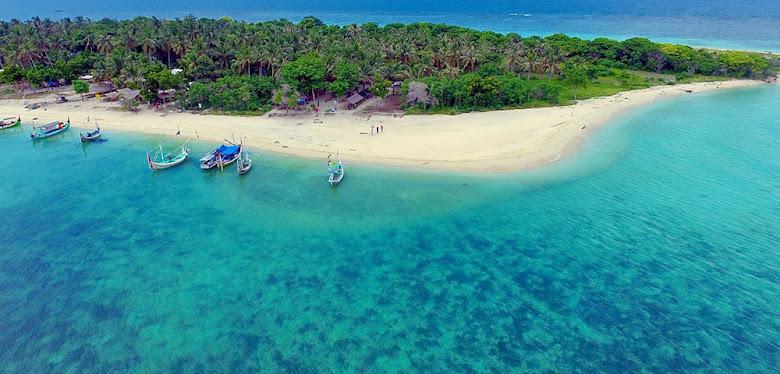 pulau dan pantai Gili Ketapang Probolinggo