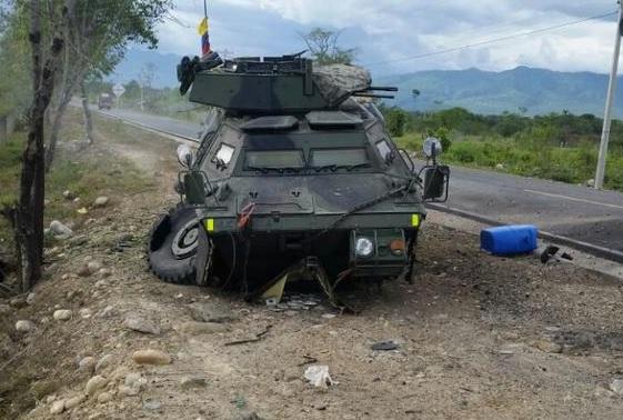 Colombia - Colombia - Página 10 Blindado%2BEjercito%2BColombia%2BM1117%2Bdestruido%2BELN