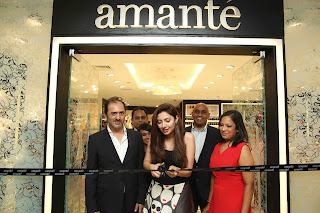 Actress and Style Icon Mahira Khan opens the first amanté boutique in Pakistan  flanked by Nadeem Anzar (CEO - SFnZ & CO - Franchise Partner of amanté in Pakistan),  Amal Fernando (GM – New Business MAS Brands),  Eshara Silva (Asst. Manager – Brand Development MAS Brands), Niranjan Wijesekera (CEO - MAS Brands),  and Gayani Gunawardena (DGM – Marketing MAS Brands)