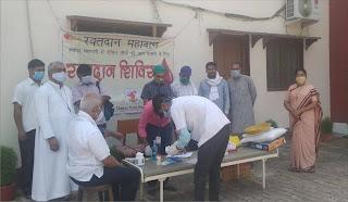 महामारी से पीड़ित लोगों के लिये रक्तदान शिविर का हुआ आयोजन | #NayaSaberaNetwork