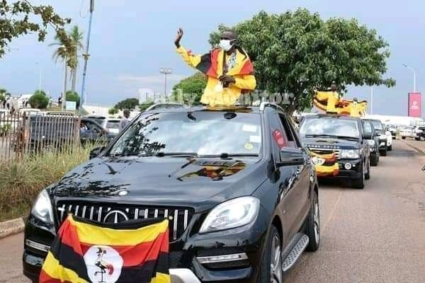 Uganda President Yoweri Museveni rewards athletes photo