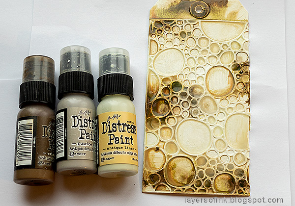 Layers of ink - Foil and Flowers Tag Tutorial by Anna-Karin Evaldsson.