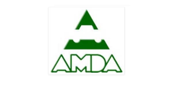 Texto en verde de AMDA y silueta de un automovil