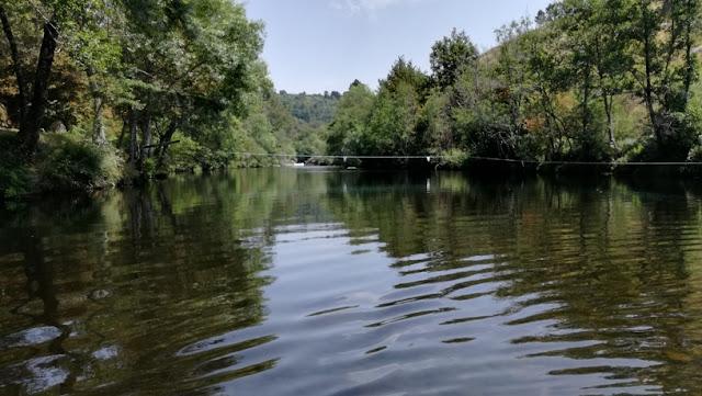 águas cristalinas do Rio Paiva
