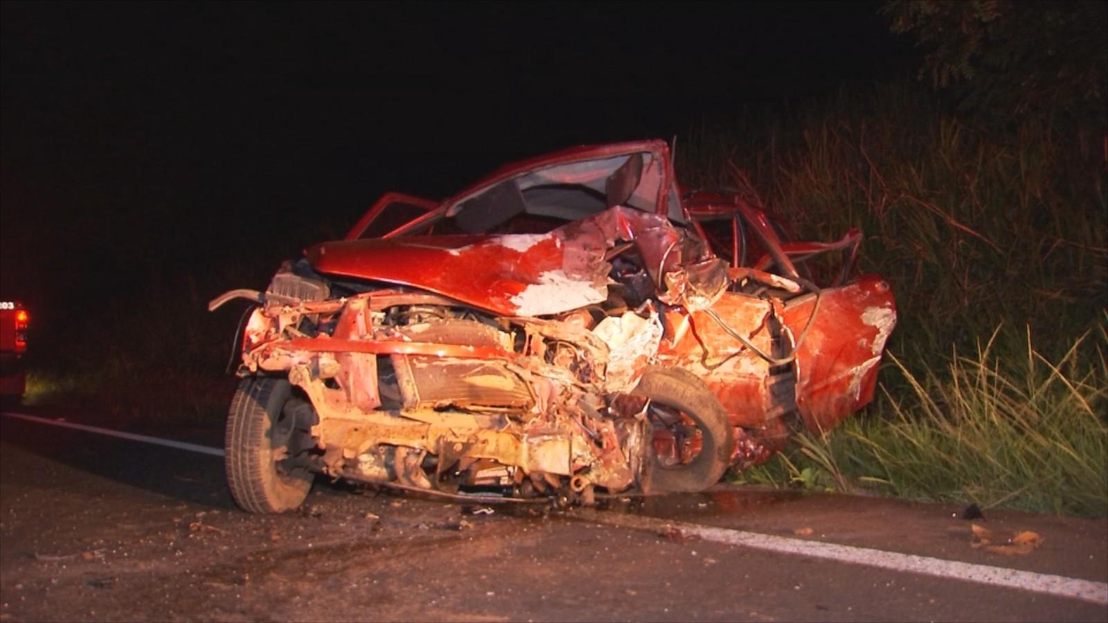 Acidente entre três carros deixa mortos e feridos em Olímpia