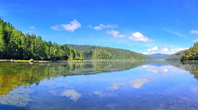 ทะเลสาบปิทาไห่ (Bitahai Lake: 碧塔海)