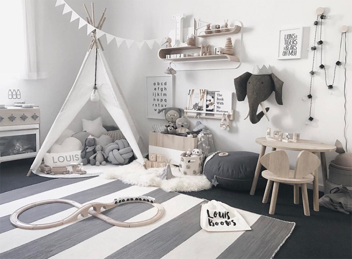 Louis' Nursery with Rafa L shelf