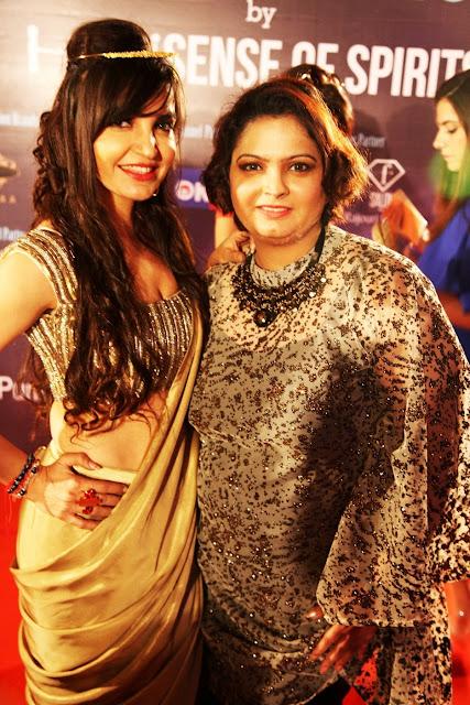 Mrs Universe Sincere 2016, Nancy Kohli with Ruchiekka Krishnani