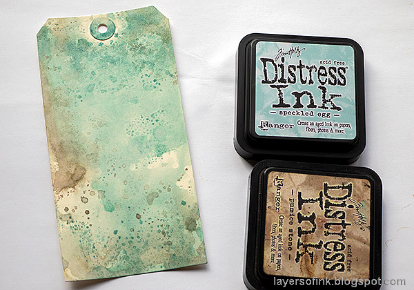 Layers of ink - Speckled Egg Vintage Tag Tutorial by Anna-Karin Evaldsson. Ink with Distress Ink.