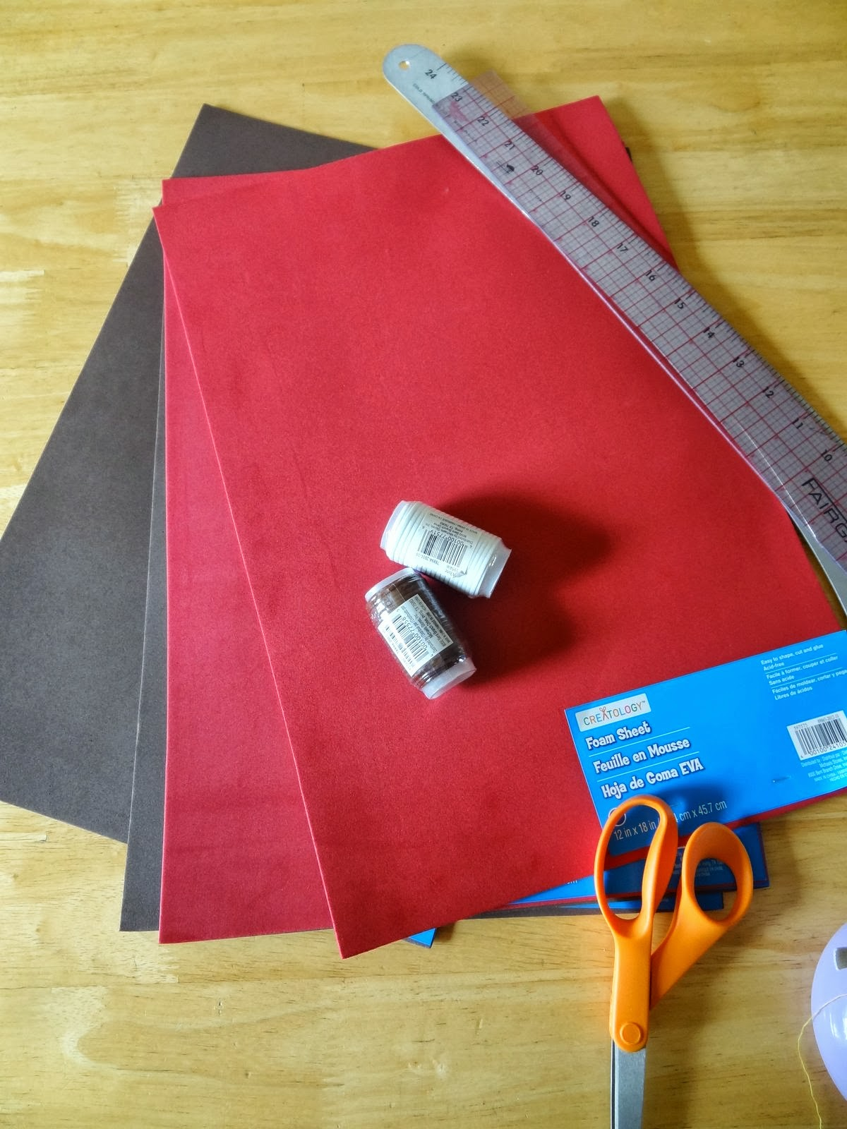 How to Make a Cowboy Hat from Foam - GYCT Designs 5ebe119f455