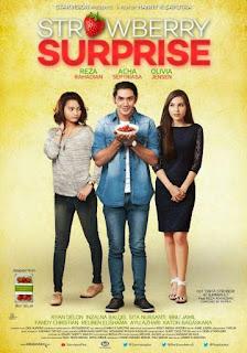 Sedangkan Aggi tinggal dan bekerja sebagai kurator galeri foto di Yogyakarta Download Film Strawberry Surprise (2014) DVDRip