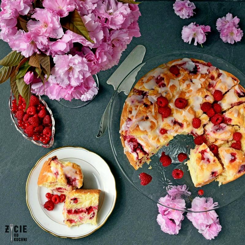 ciasto drozdzowe z owocami, ciasto drozdzowe, ciasto drozdzowe z rabarbarem, drozdzowka z rabarbarem, drozdzowka z owocami, jak uiec ciasto drozdzowe, drozdzowe z owocami, drozdzowe z rabarbarem, ciasto z owocami, ciasto z rabarbarem, pysze ciasto, domowe ciasto