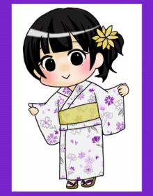 紫の花柄が配された浴衣に黄色の帯を合わせた組み合わせ