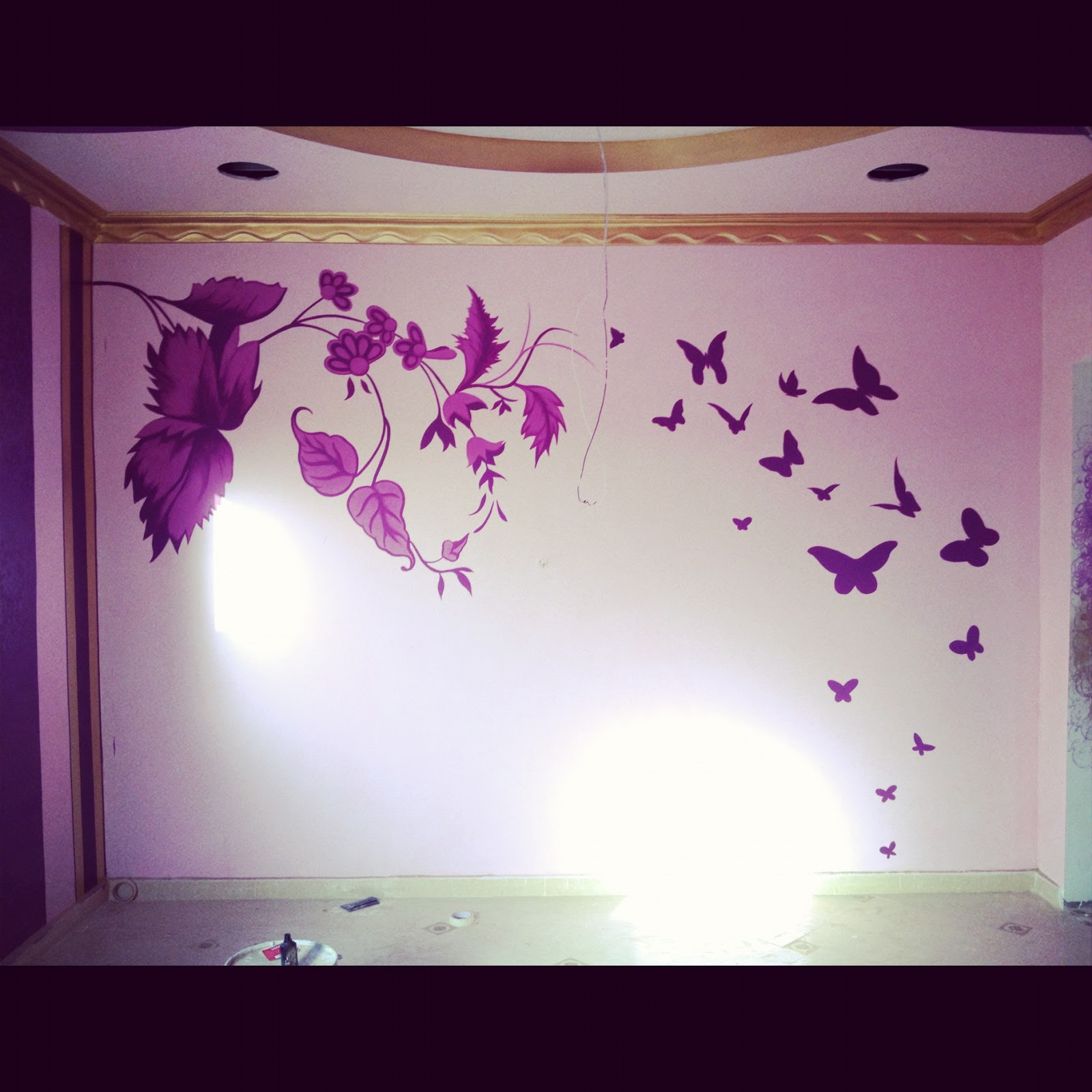 Wall Design Ideas: Stencil and hand painted wall
