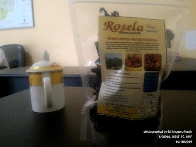 Teh Rosela, nikmat rasanya dengan banyak khasiat untuk kesehatan.