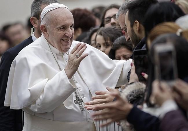 """La nouvelle encyclique du pape François jugée """"sexiste...!"""""""
