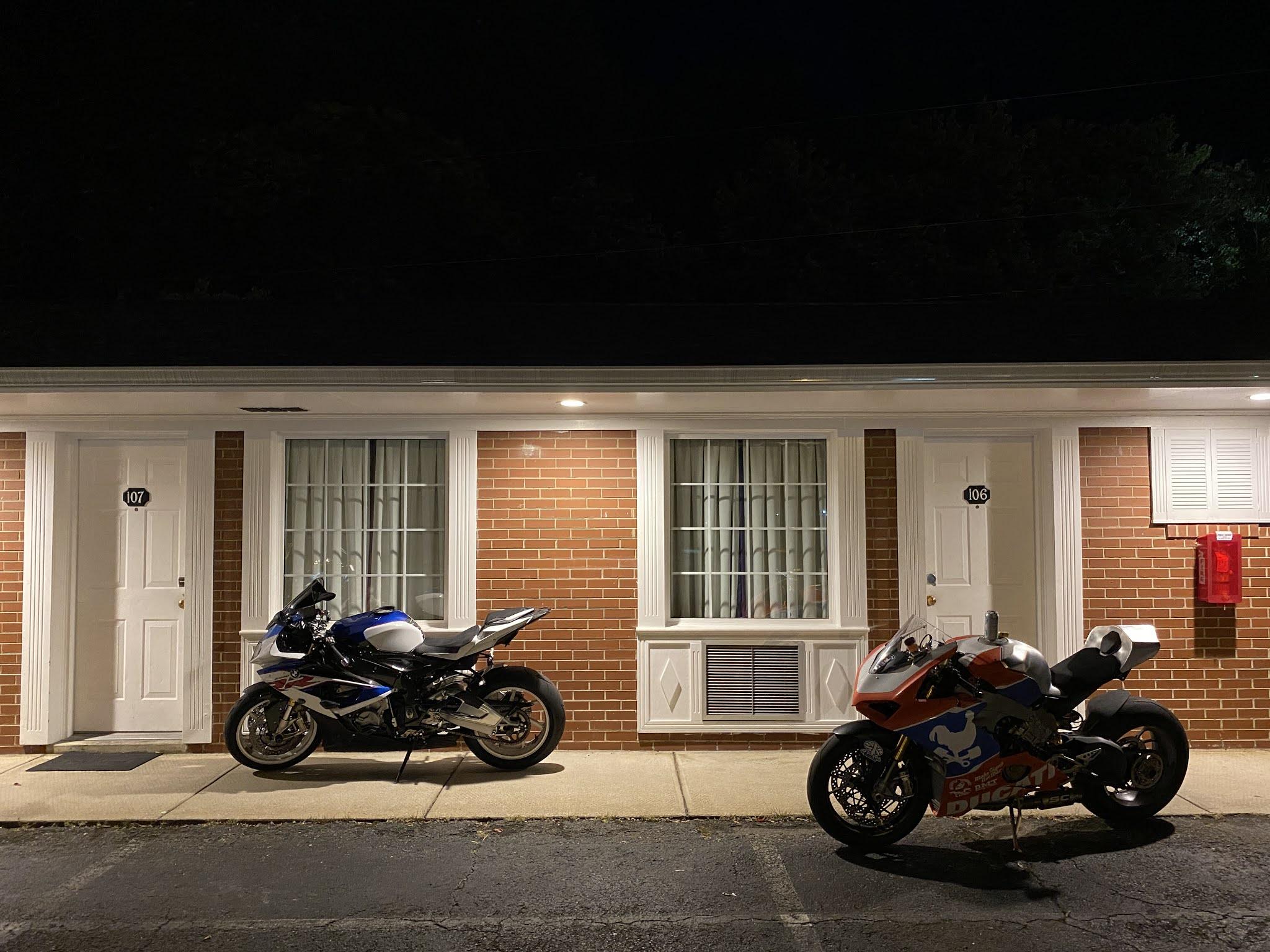 Ducati V4 Panigale - Page 24 Photo%2BJun%2B08%252C%2B8%2B37%2B09%2BPM