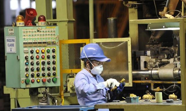 Indústria registra alta de 2,2% no faturamento em março, diz CNI