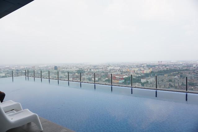 roof top kolam renang hotel zuri palembang