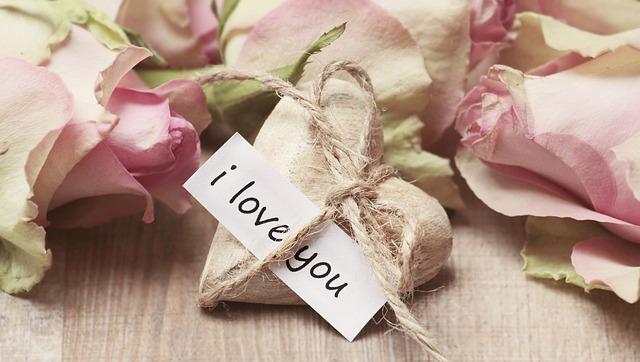 """""""Zakochane"""" prezenty na rocznicę ślubu lub związku"""