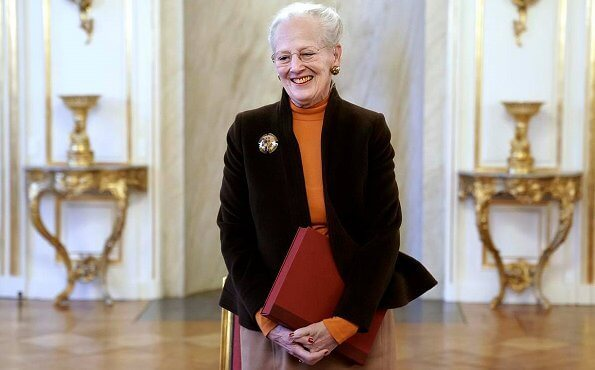 The National Museum presented a special edition of the museum's yearbook Nationalmuseets Arbejdsmark to Queen Margrethe. gold brooch