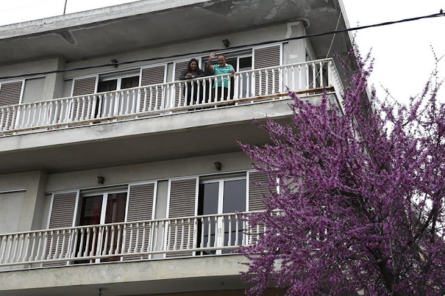Grecia prolonga programa de alquiler de viviendas a refugiados