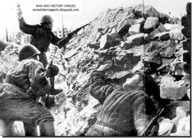 https://1.bp.blogspot.com/-HJPpKglZXuE/TV_L-Z-8Y4I/AAAAAAAAF2I/q5dY9a1cZik/s640/battle-stalingrad-russian-soldiers-ww2-001.jpg