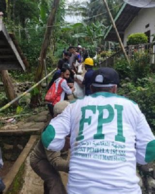 FPI Purbalingga Bantu Bangun Rumah Warga Bobotsari Yang Hancur Akibat Longsor