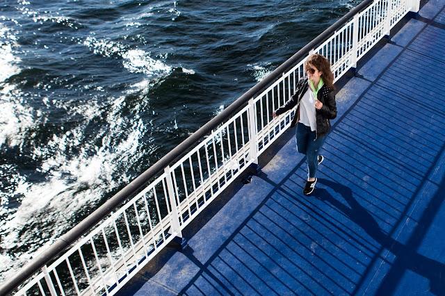 morze; bałtyk; statek; podróż; dziewczyna; travel; girl; sea; baltic sea; marine