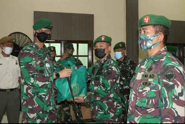 Serahkan Bingkisan Hari Raya Idul Fitri 1442 H,ini Pesan Dandim 0103/Aceh Utara kepada Prajurit