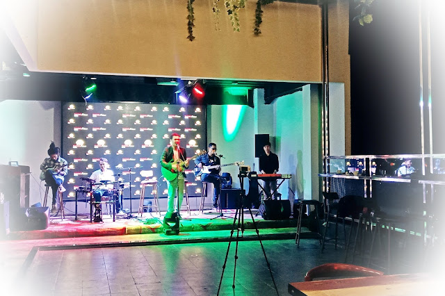 live music sky lounge Pakons Prime Hotel Tangerang