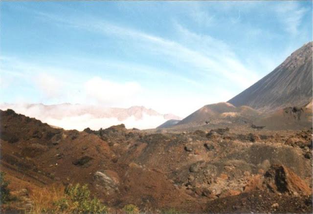 Wanderung am Pico de Fogo, Kapverden - eingescanntes Foto von 1999